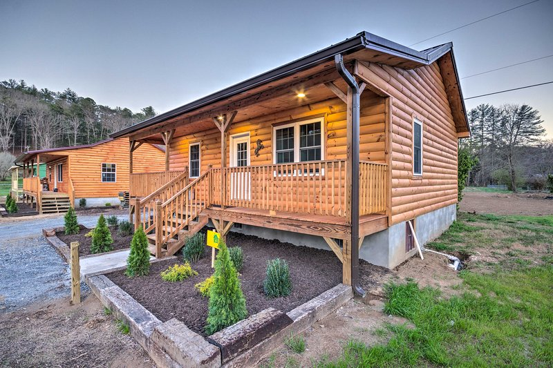 Bryson City Cabin on Tuck.River + Fire Pit!, vacation rental in Cherokee