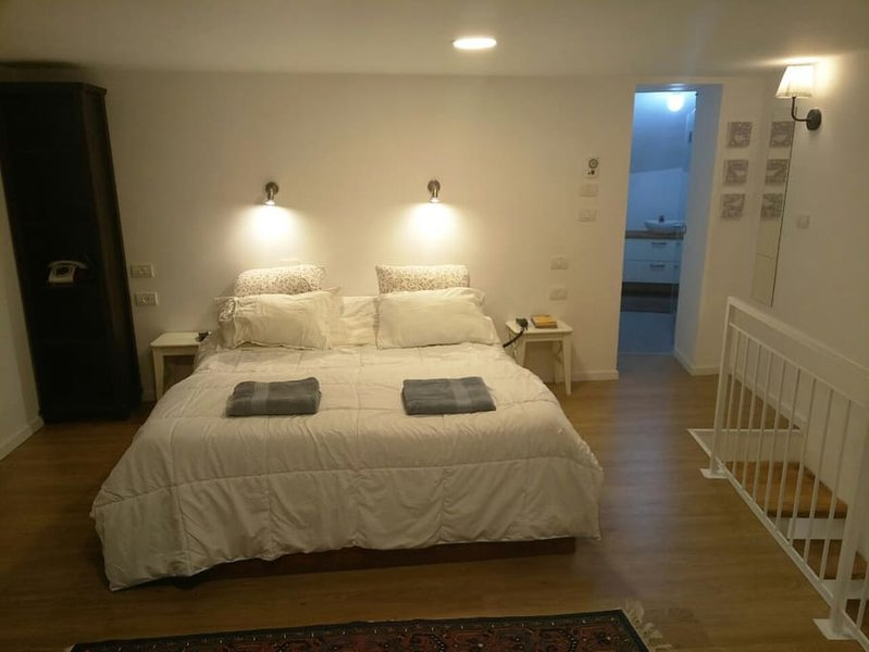 Jerusalem Mountains Apartment by Paybox-Rentals, vacation rental in Giv'atayim