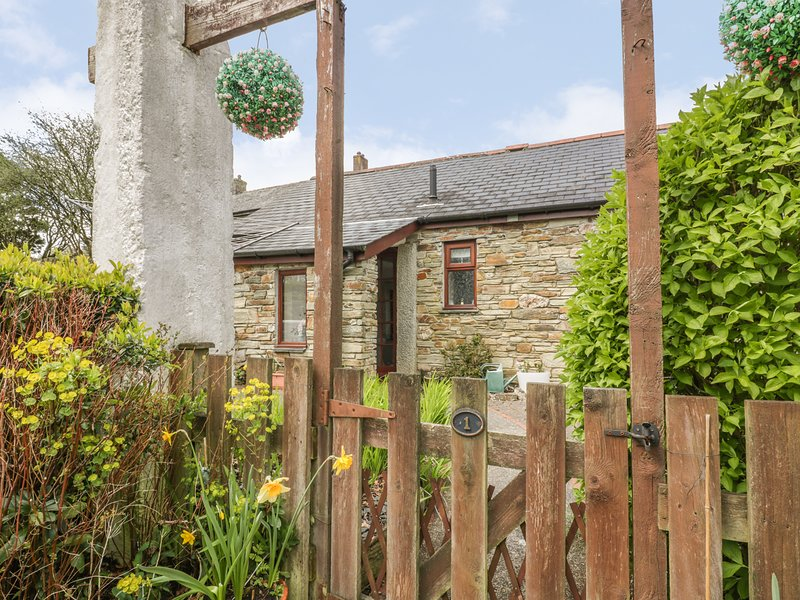 POLDARK COTTAGE, off-road parking, WiFi, in East Taphouse, holiday rental in Two Waters Foot