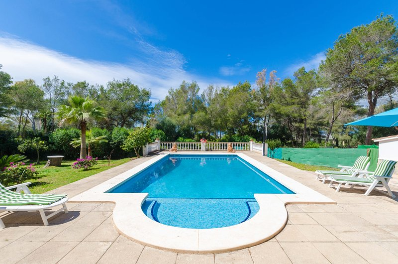 YourHouse Can Marques spacious house with private pool, holiday rental in Playa de Palma