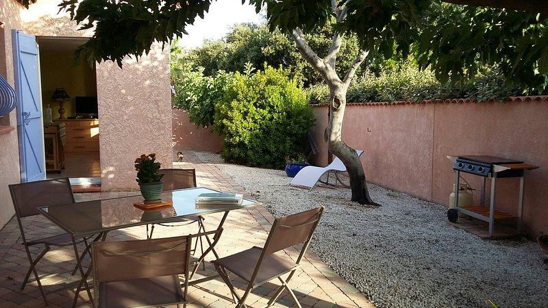 Studio avec jardin loin de la foule, proche Hyères et la Londe les Maures, Ferienwohnung in Cuers