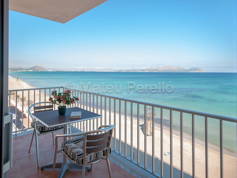 RaM: Seafront apartment on the beach, holiday rental in Ca'n Picafort