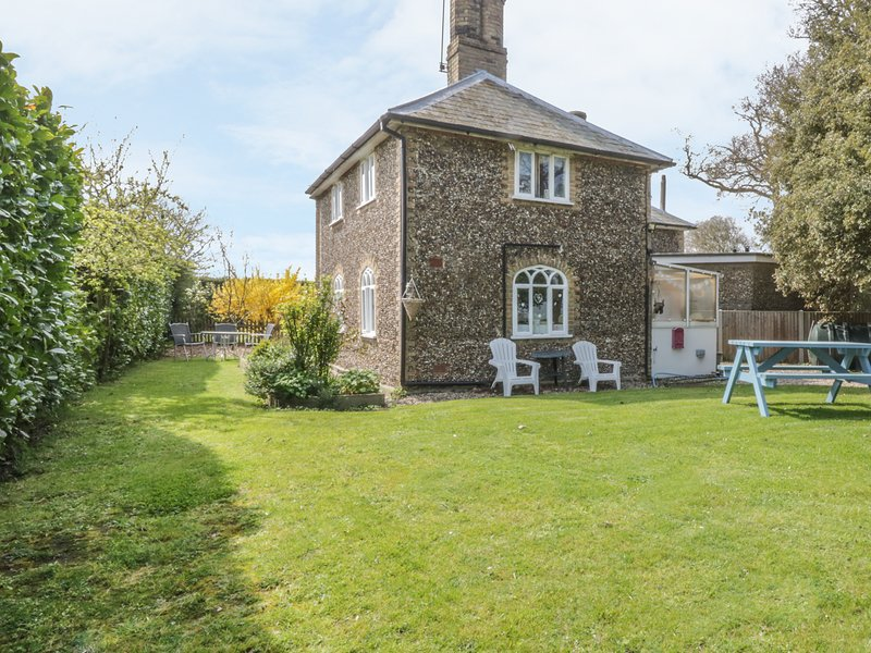 28 STONE COTTAGE, en-suite facilities woodburning stove, feature beams, WiFi, vacation rental in Dunwich