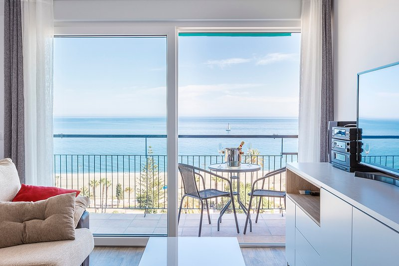 Ático Céntrico con Vistas Espectaculares al Mar, vacation rental in Torre del Mar