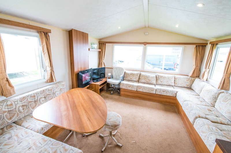 MP416 - Camber Sands Holiday Park - Sleeps 8 + 2 Dogs of any size - central, Ferienwohnung in Lydd