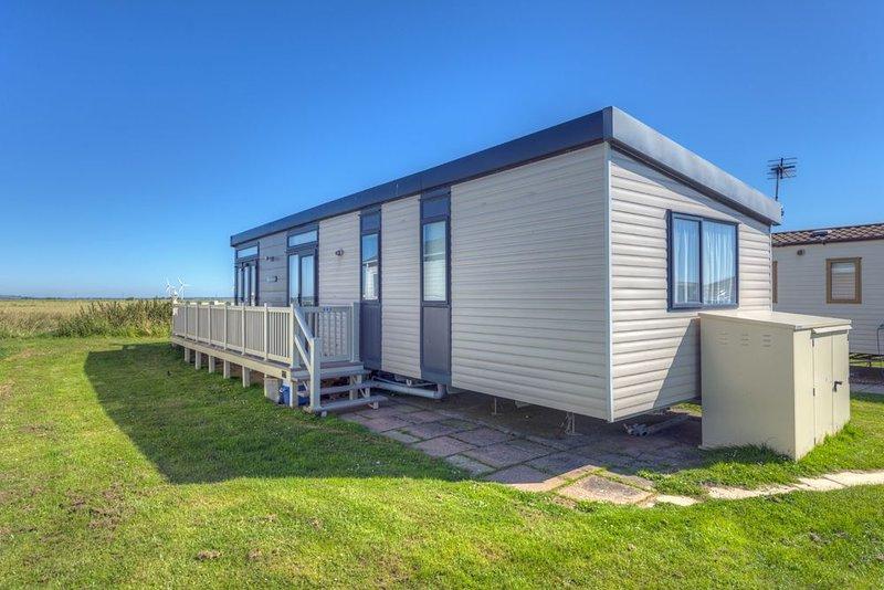 MP502 - Camber Sands Holiday Park - Sleeps 6 + Dog - Gated Deck - Amazing Views, Ferienwohnung in Lydd