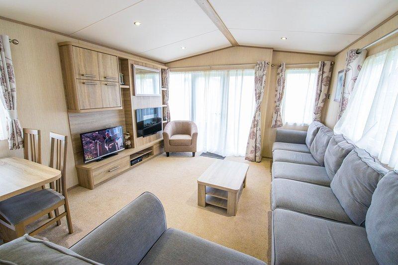 MP411 - Camber Sands Holiday Park - Modern Caravan - Sleeps 8 + 1 small dog, Ferienwohnung in Lydd