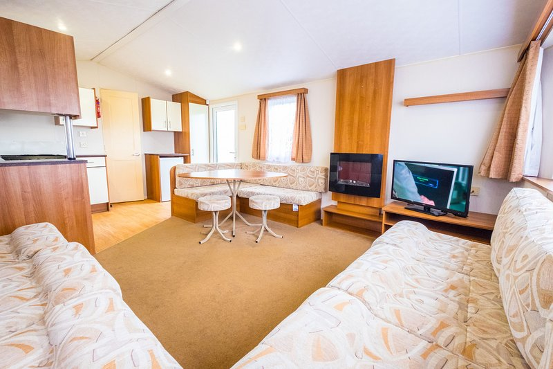MP694 - Camber Sands Holiday Park - Sleeps 8 - 3 Bedrooms - Additional Toilet, Ferienwohnung in Lydd