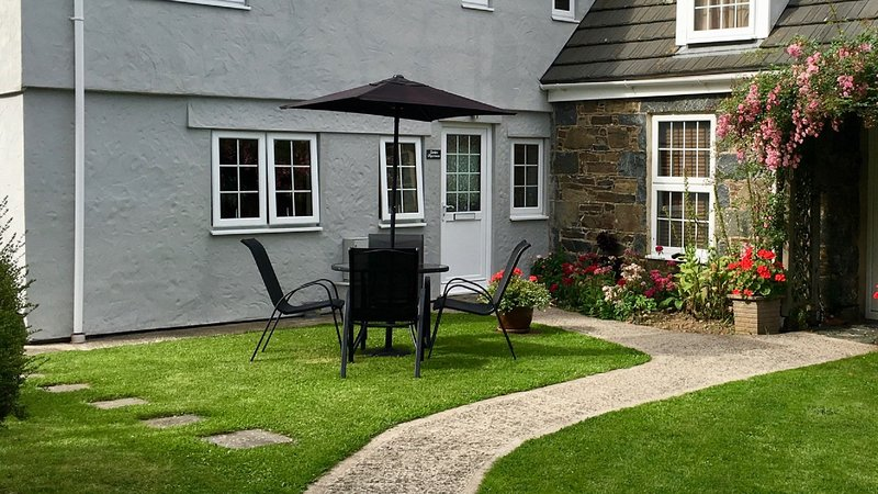 The Garden Apartment at Clos de la Tour, luxury self catering on Sark, location de vacances à St. Mary