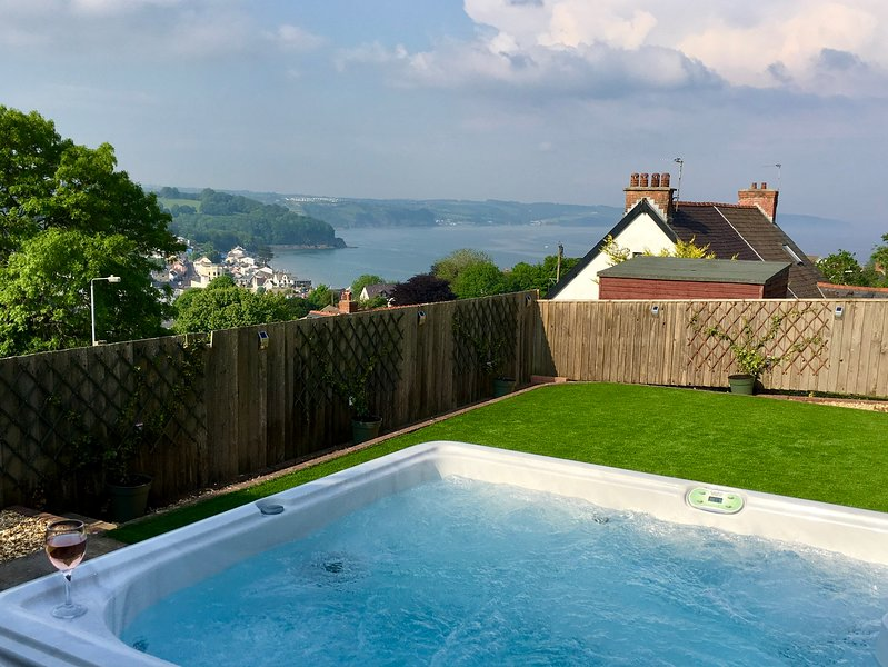 Harbour View: Luxury House in Saundersfoot - Hot Tub, Sea Views & Near Beach, vacation rental in Saundersfoot