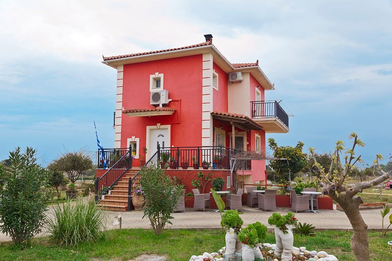 Penelope's house, 4 bedroom traditional home in Skala, holiday rental in Skala