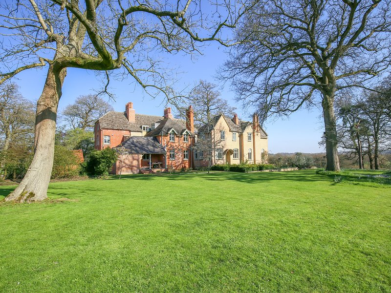 Hatton's Shooting Lodge, historic holiday home, holiday rental in Royal Wootton Bassett
