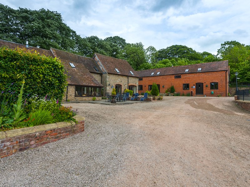 THE OLDE COW HOUSE, pet friendly, luxury holiday cottage, with open fire in, holiday rental in Rushbury