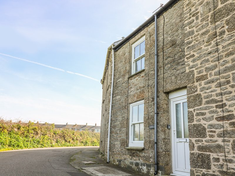 LOWENA, WiFi, woodburner, St Just, holiday rental in Botallack