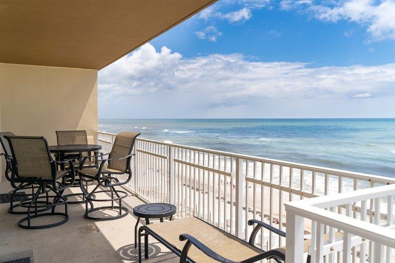 Balcony/sitting area