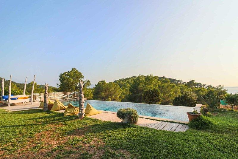 VILLA SARAHMUK, holiday rental in Sant Antoni de Portmany