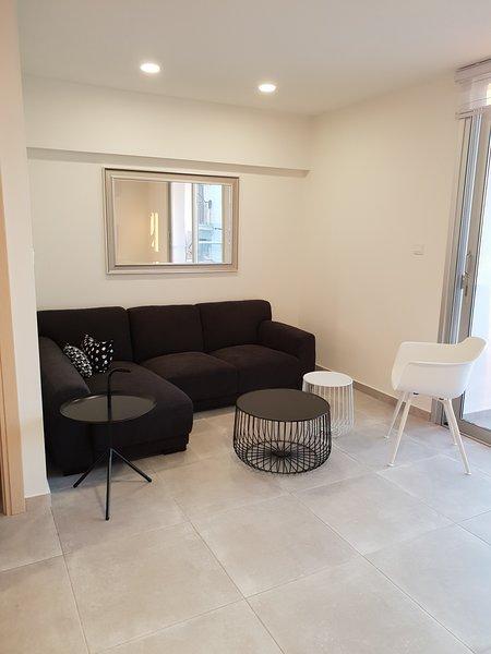 Egkomi Luxury Suites. Near Universities, location de vacances à Nicosie
