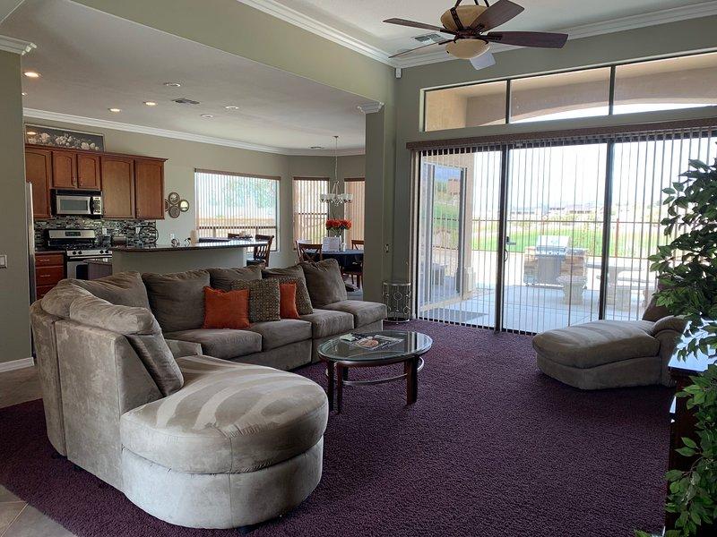 Bullheadcity Resort Home Snowbird Ready, holiday rental in Bullhead City