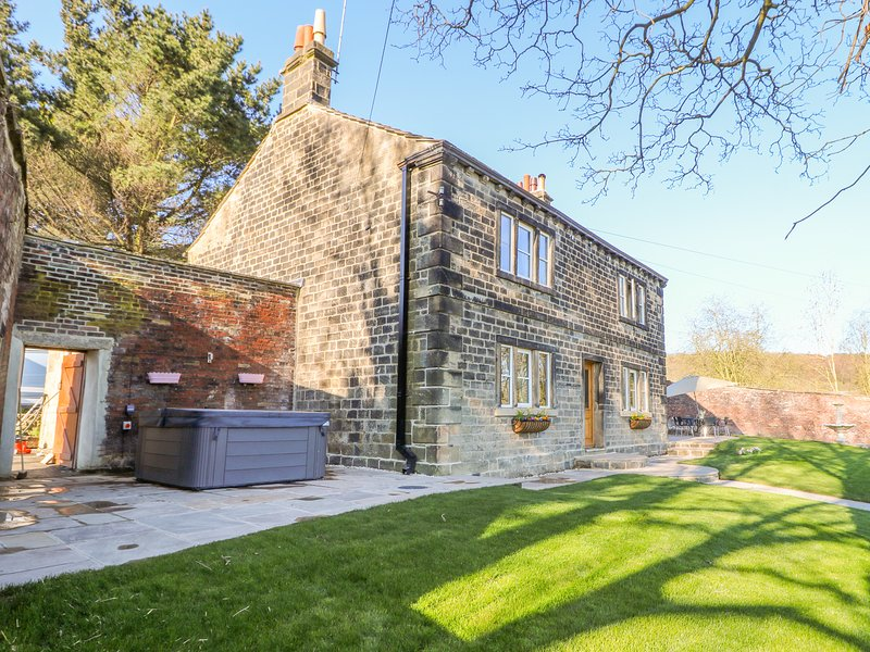 CUNLIFFE HOUSE, WiFi, hot tub, near Shipley, alquiler vacacional en Bingley