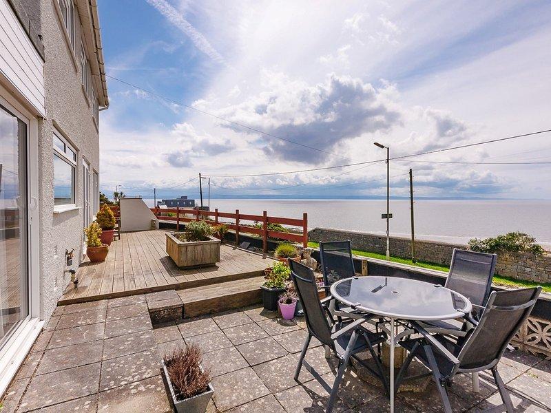 Fabulous detached house with unbroken sea views
