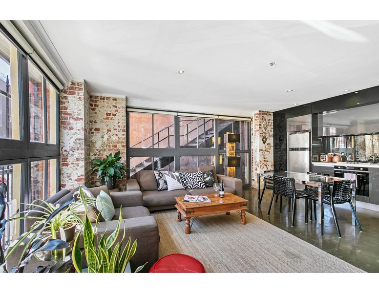 Chic warehouse apartment in hipster, foodie hub, location de vacances à Clifton Hill