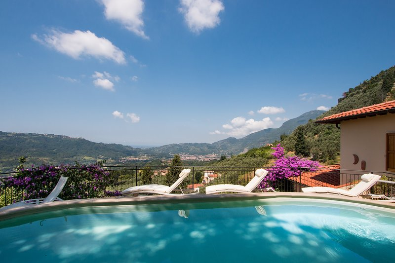Villa Claudio - Tuscany coast holiday, aluguéis de temporada em Camaiore