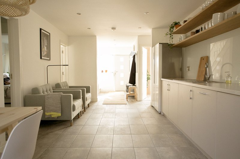 Gorgeous House with Private Garden in Ealing, holiday rental in Acton