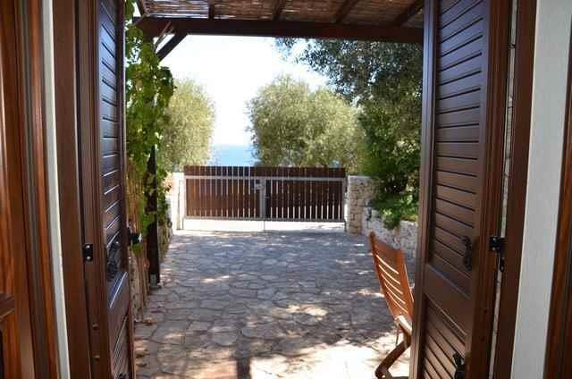 Mirto Sotto - casa in pietra sul mare, holiday rental in Marina Serra