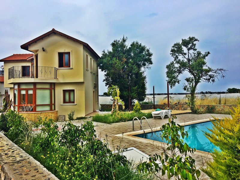 Holiday villa with private pool in Kyrenia walking distance to sea., holiday rental in Kayalar