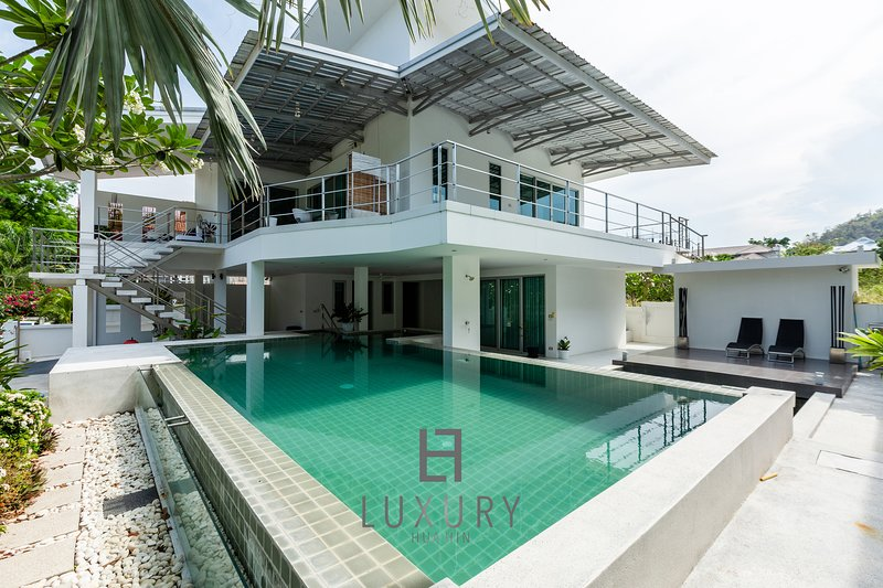 Tripadvisor - 10 Bedroom Modern House with Great Location