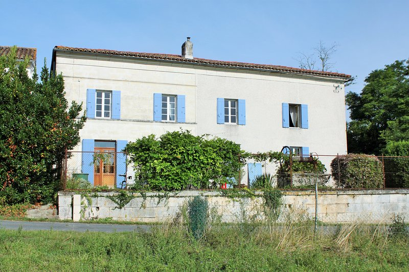 Large, detached Maison d'Maitre, suitable for large families or those wanting to share