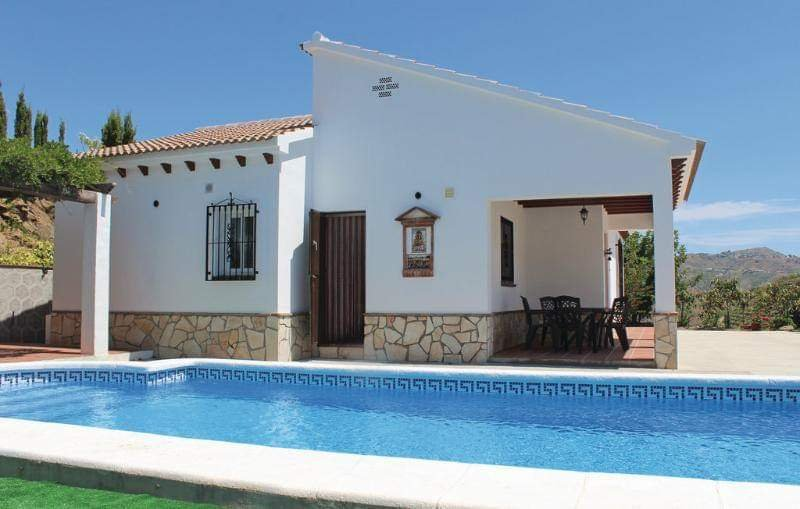 Spacious villa with swimming-pool, holiday rental in Archez