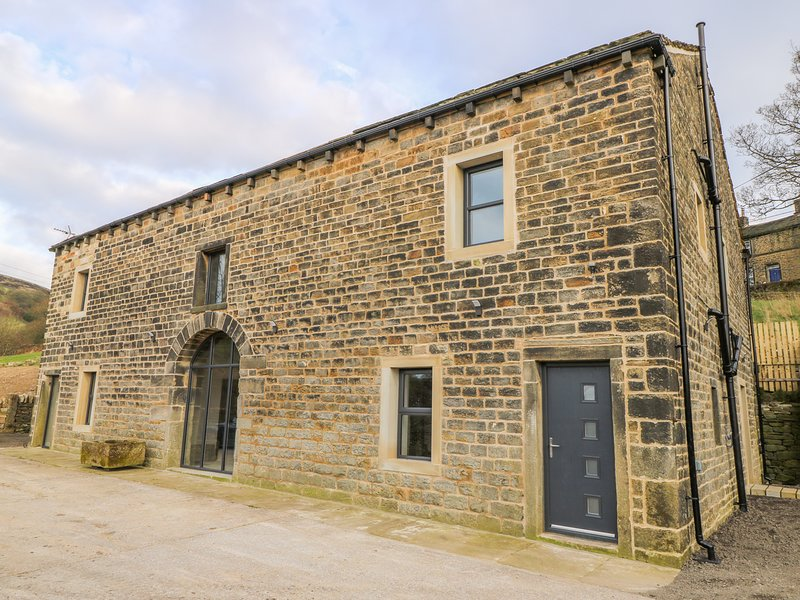 TOP BARN, WiFi, en-suite, Rishworth, casa vacanza a Ripponden