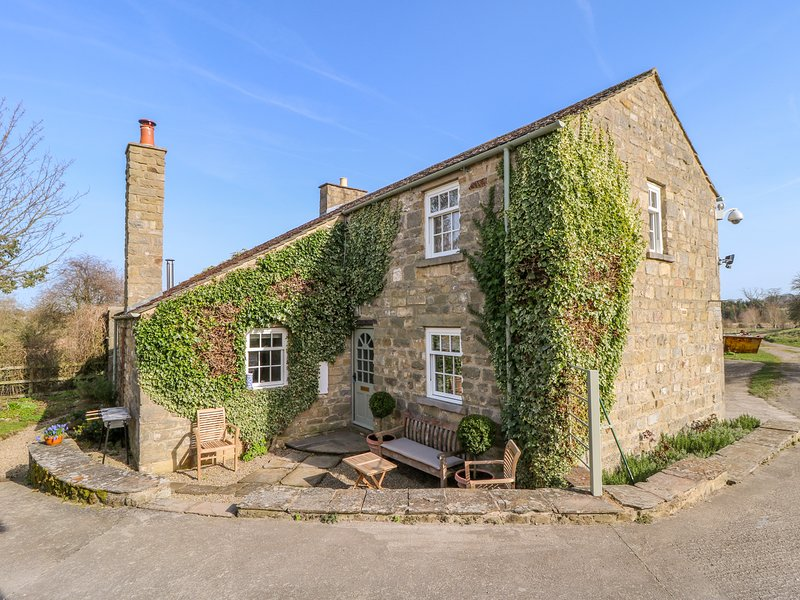 ORCHARD COTTAGE, woodburner, WiFi, near East Witton, Ferienwohnung in Newton le Willows