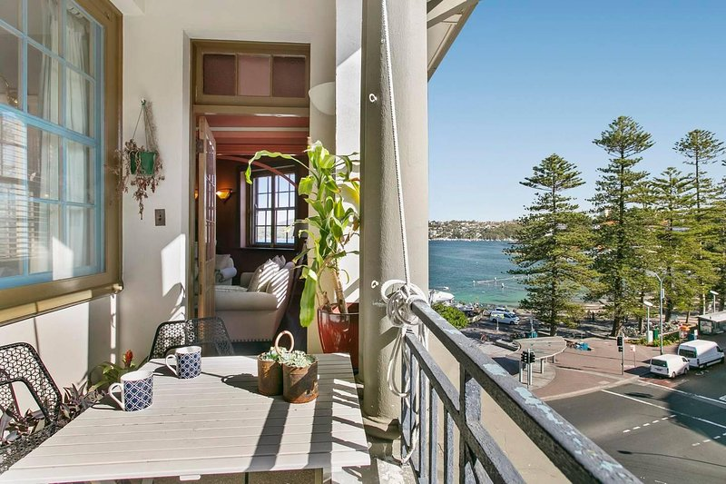 Oversized Manly Penthouse with 180° Ocean Views, holiday rental in Fairlight