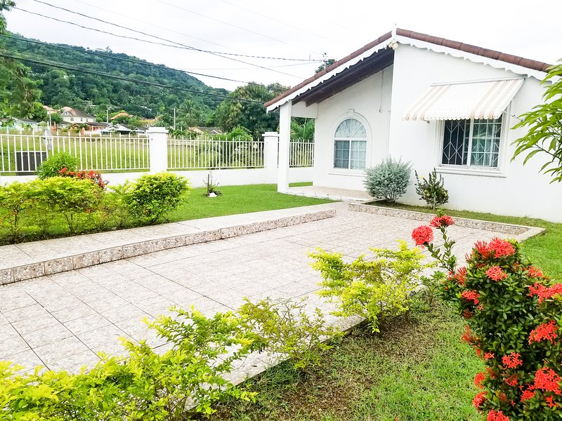 Private and Cozy Home...., location de vacances à Montego Bay