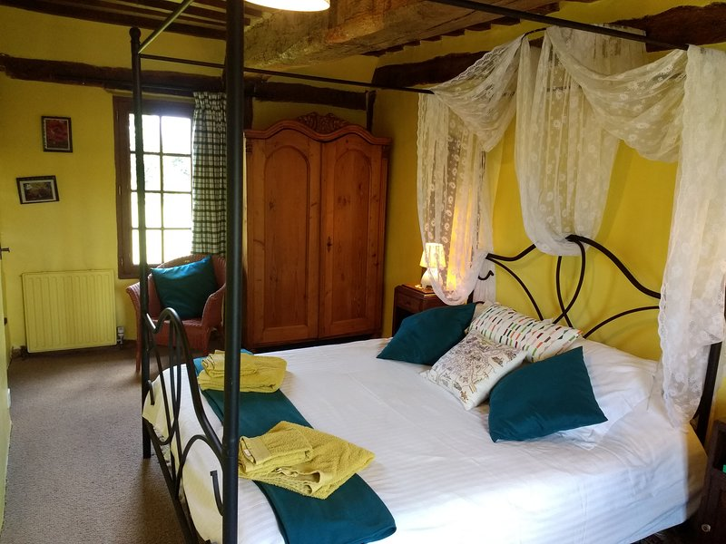 B&B Yellow room - double bedroom