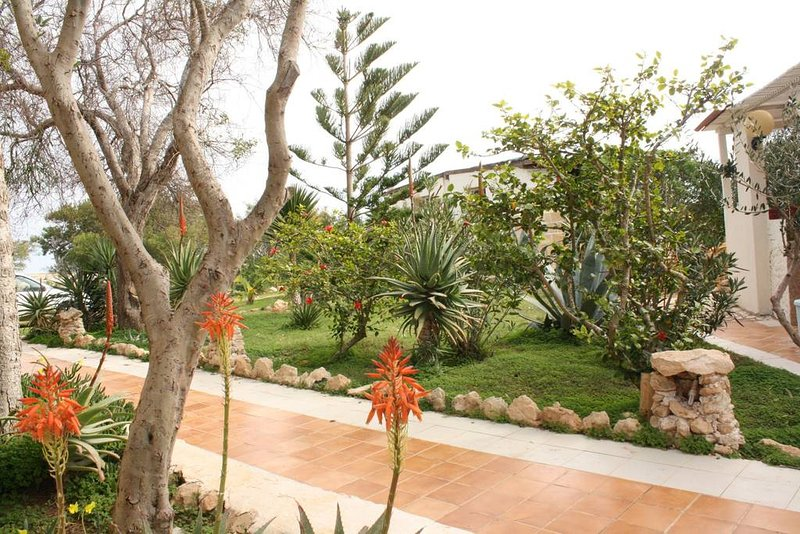 Spacious apartment with sea view, Ferienwohnung in Lampedusa