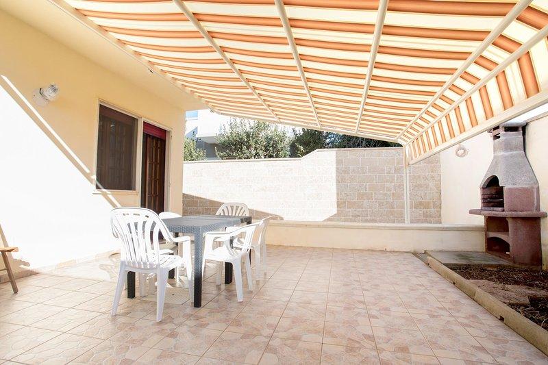 Villa Ilaria | spaziosa, giardino, wifi, bbq, a/c, holiday rental in Torre Lapillo