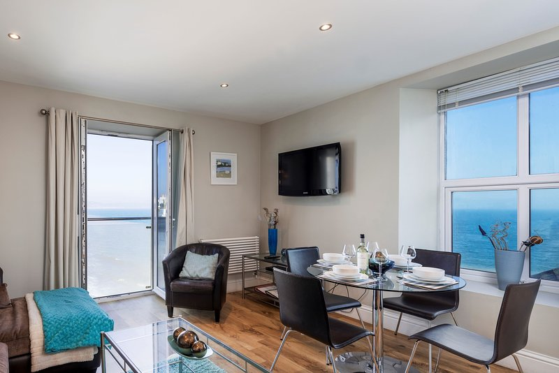 11 At The Beach - Stylish beachside apartment with stunning sea views, casa vacanza a Slapton