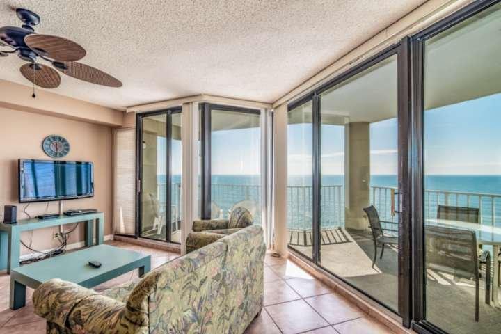 Live Large at One Ocean Place 1106, location de vacances à Garden City Beach