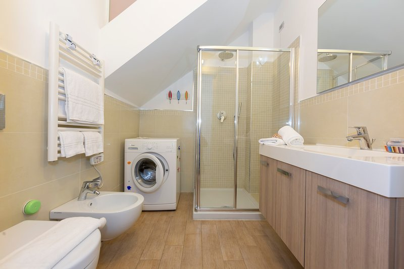 Large and bright bathroom with washing machine