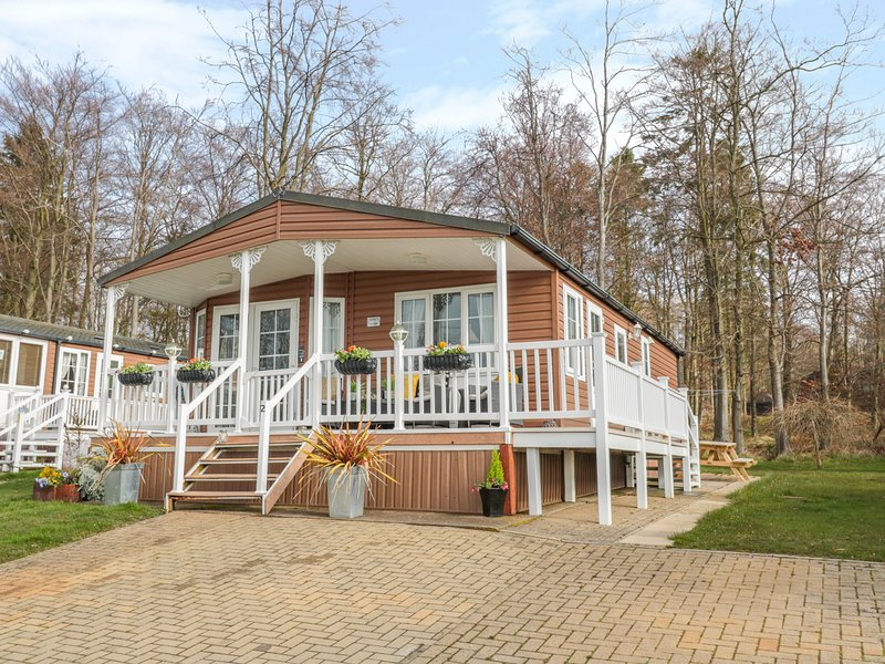 BETTY'S LODGE, WiFi, Open-plan living, Enclosed decking area, near Felton, Ferienwohnung in Newton on the Moor