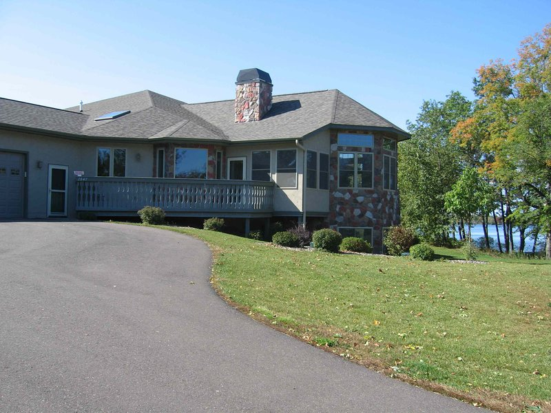 Unit 901 4 BD/ 3.5 BA Condo, vacation rental in Rice Lake