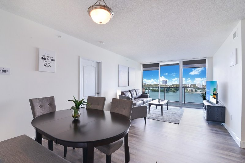 Gorgeous Condo in Sunny Isles/ 5-min walk to Beach, holiday rental in Sunny Isles Beach