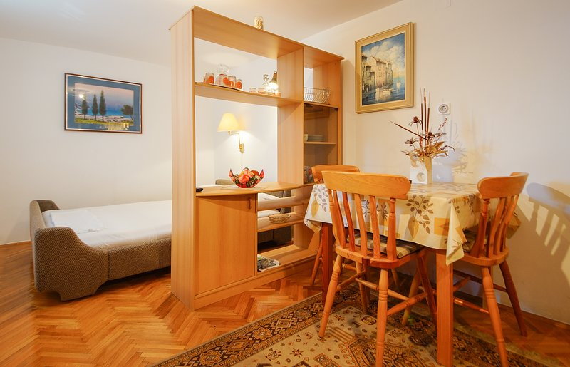 Holiday home 193308 - Holiday apartment 233434, vacation rental in Klenovica