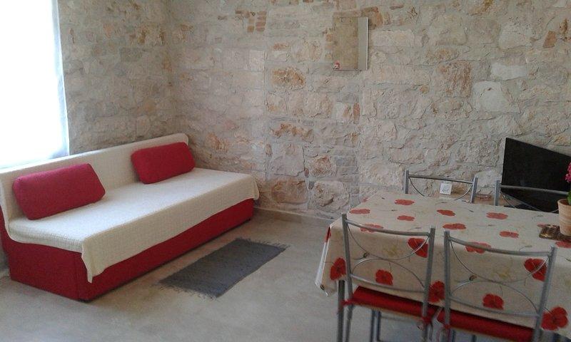 Spadici Apartment Sleeps 2 with WiFi - 5811422, holiday rental in Mali Maj
