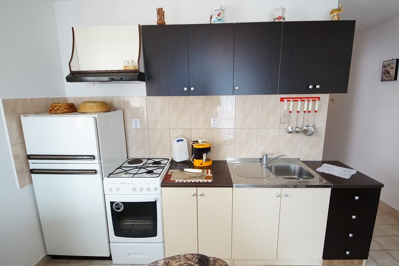 Omisalj Apartment Sleeps 2 with Air Con and WiFi - 5811467, holiday rental in Omisalj