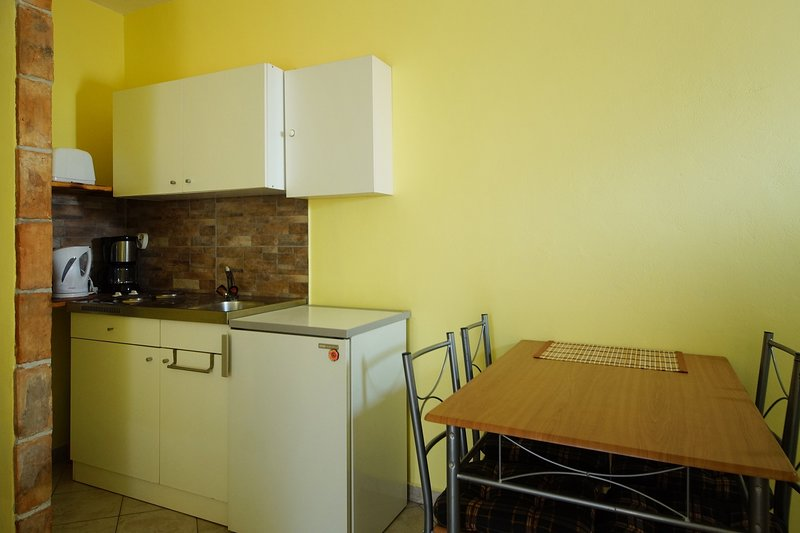 Spadici Apartment Sleeps 2 with Air Con and WiFi - 5811415, holiday rental in Mali Maj