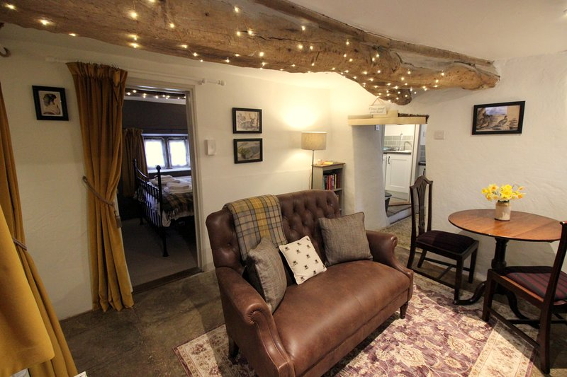 Beebole Cottage, nr Askrigg & Hawes, sleeps 2, cosy with logburner & mod cons, holiday rental in Raydale